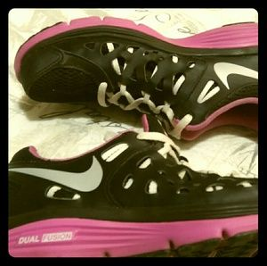 Nike dual fusion run 2 pink athletic shoes